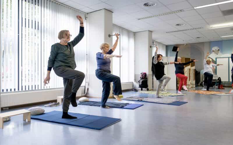 Vrouwen doen Yoga-oefeningen